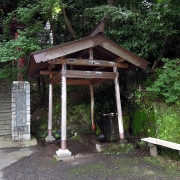 参道入口の水屋