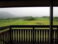 鳥海山荘の窓から110812