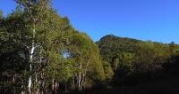 朝日を浴びる乾徳山