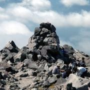 にぎわう山頂