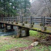 台川にかかる橋を渡る