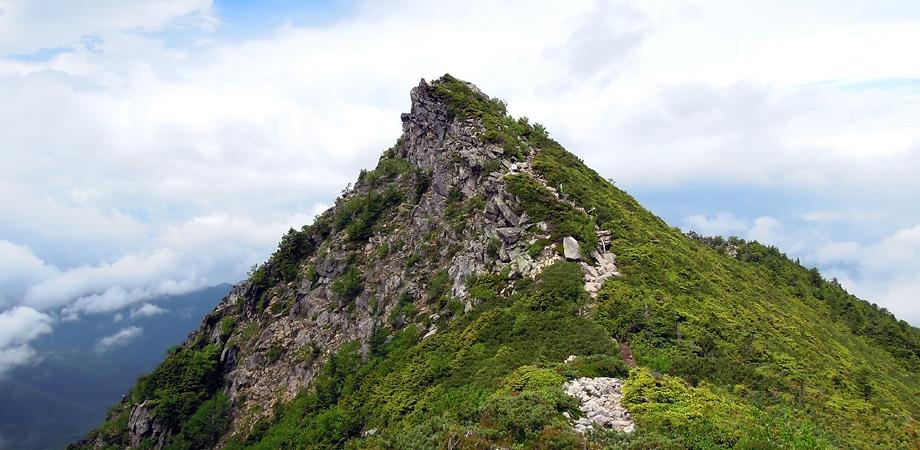 五丈岩から岩稜を経て里宮平に下る――金峰山に登る その三