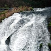 滝の上部 左