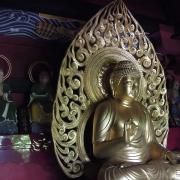楼門上層の釈迦如来坐像