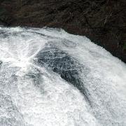 滝の上部 右